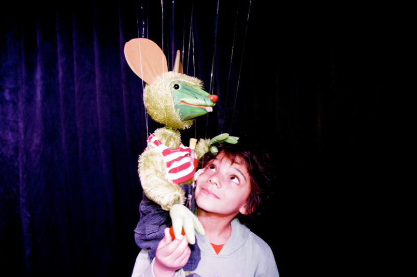 marionnette à fils souris verte, Pendel marionnetten, marionnette souris verte,théâtre de marionnettes à fils avec Fabrizio magicien fantaisiste de Marseille et en France