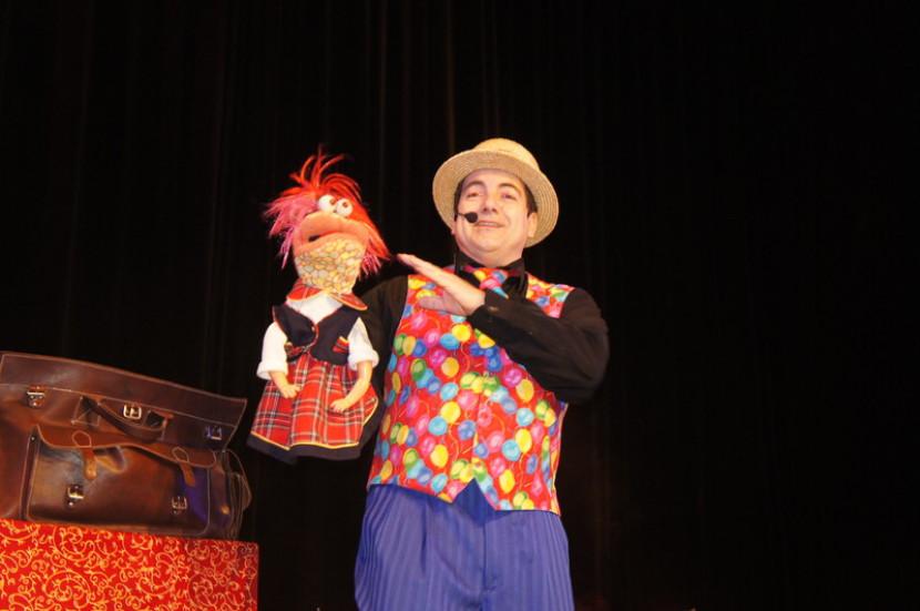 Ventriloque magicien pour enfants en à Marseille et en France, marionnette de ventriloquie de fabrizio Marseille