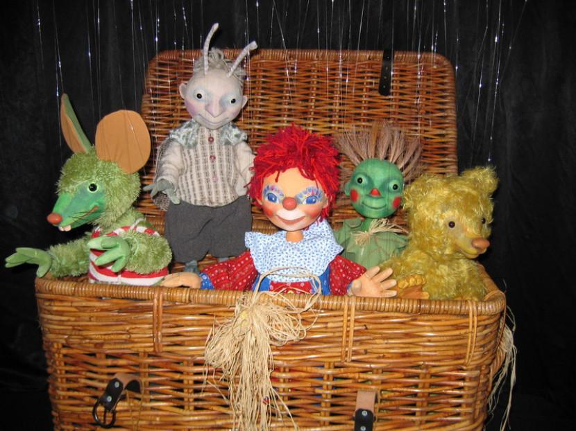 les marionnettes de Fabrizio le magicien de Marseille, spectacle de kermesse et carnaval en France avec Fabrizio le magicien Français, magicien à Marseille