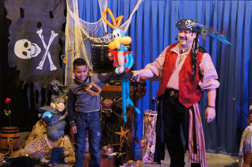 Spectacle ballons sculptés avec Fabrizio le pirate magicien des enfants à Marseille et en France, spectacle de pirate dans les bouches du Rhône, magicien en Provence, spectacle pour les écoles et centres aérés des bouches du Rhône avec Fabrizio Bolzoni le