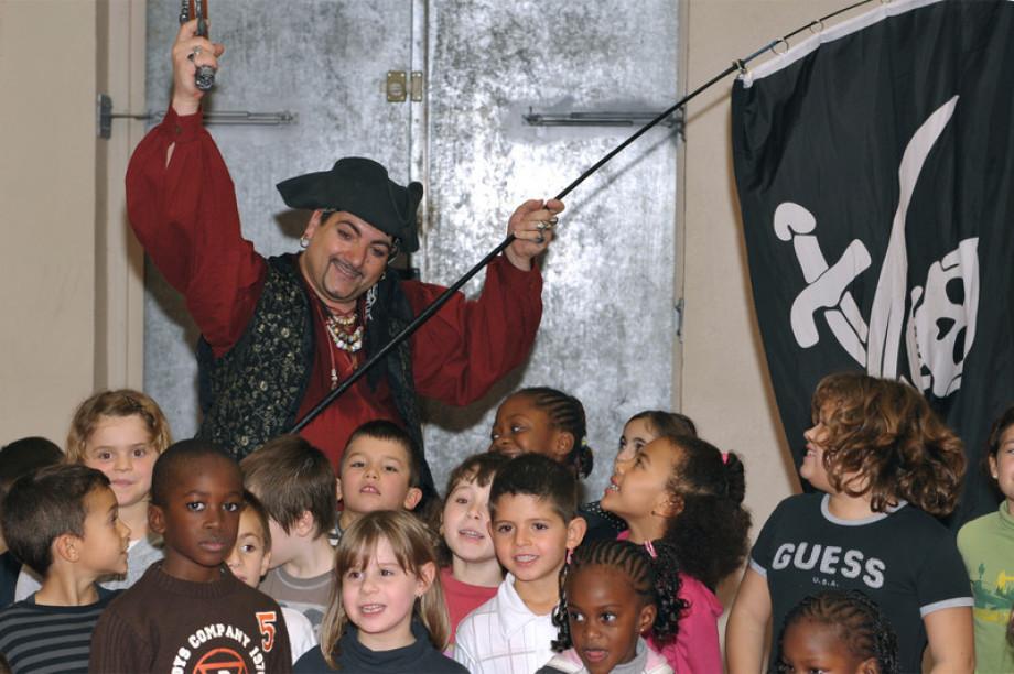 Festival des pirates et des sirènes à Marseille et sa région avec Fabrizio le magicien des enfants à Marseille, spectacle pour les écoles à Marseille
