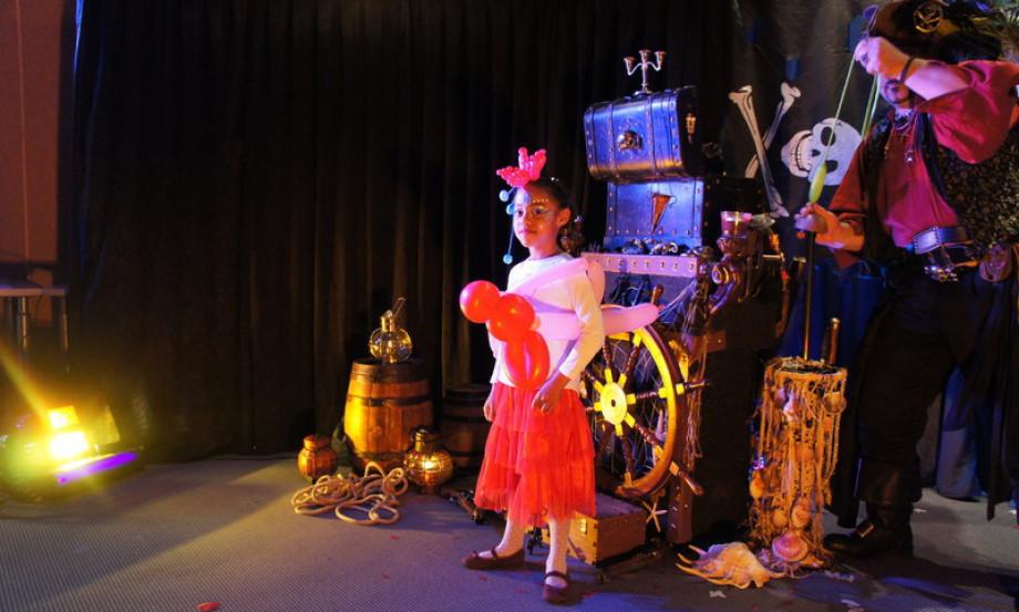 Spectacle magique pour enfants à Marseille, spectacle pour les enfants à Marseille, Fabrizio le magicien pirate à Marseille France
