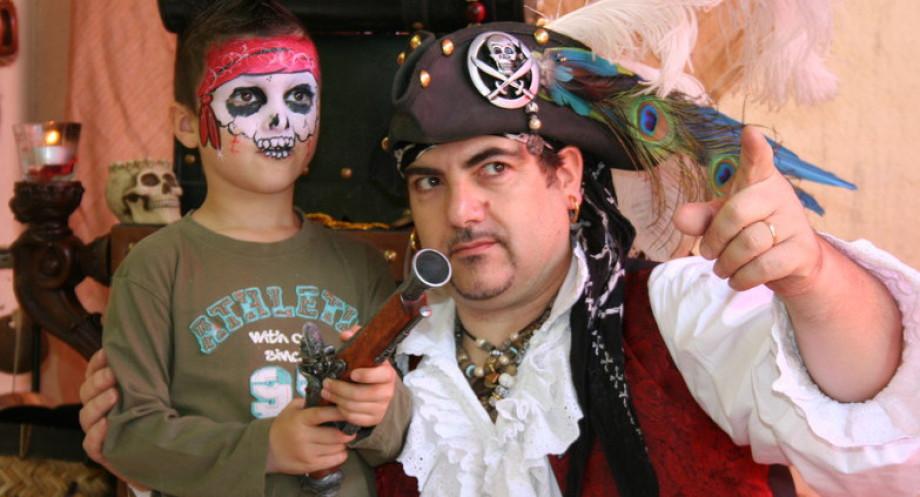 Anniversaires de pirates et de sirènes à Marseille Provence, anniversaire magique avec Fabrizio le pirate des enfants à Marseille, fabrizio bolzoni magicien pour enfants dans les bouches du rhône et région PACA France