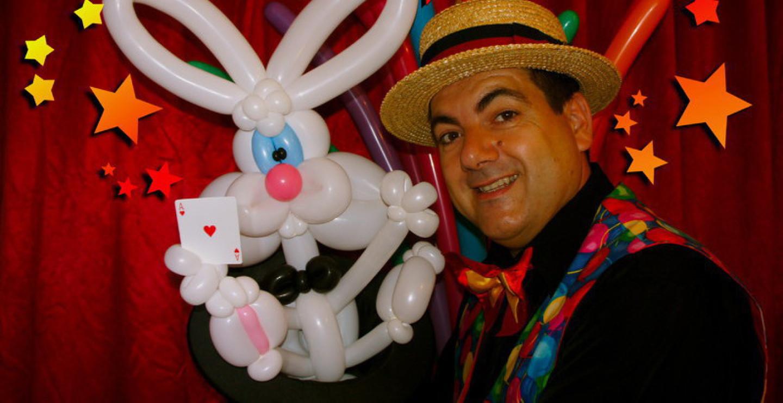 lapin en ballons sculptés, spectacles pour les crèches à Marseille, Fabrizio est le spécialiste des crèches et micro-crèche avec ses spectacles fantaisistes de sculptures de ballons et de magie à Marseille