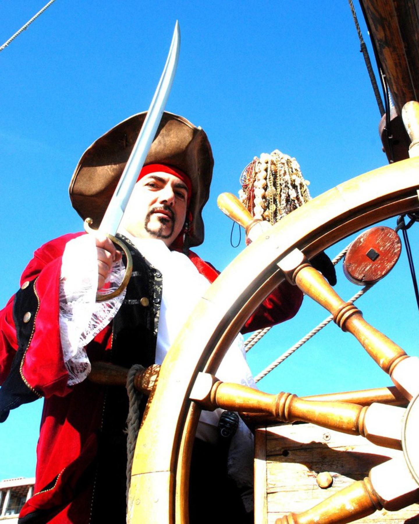 Pirate magicien à Marseille France, Fabrizio le magicien pirate des enfants à Marseille, fabrizio le pirate magicien des enfants à Marseille bouches du rhône France