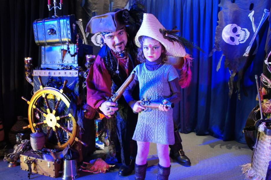 Fabrizio le magicien pirate à Marseille, spectacle d emagie pour enfants à Marseille, fête des pirates à Marseille, les pirtates de Marseille, spectacle de magie pour les CCAS provence, spectacle pour les écoles à Marseille, spectacle sur le thème de la m