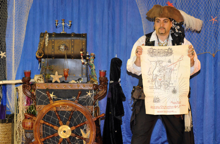 la carte au trésor de Fabrizio le pirate magicien pour enfants à Marseille, spectacle de magie à Marseille, spectacle de pirate pour les enfants de Marseille, festival de pirates à Marseille, la magie des pirates à Marseille
