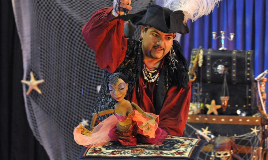 marionnette de fabrizio le pirate à Marseille, Fabrizio le magicien des enfants à Marseille, spectacle de marionnettes avec Fabrizio le pirate à Marseille France