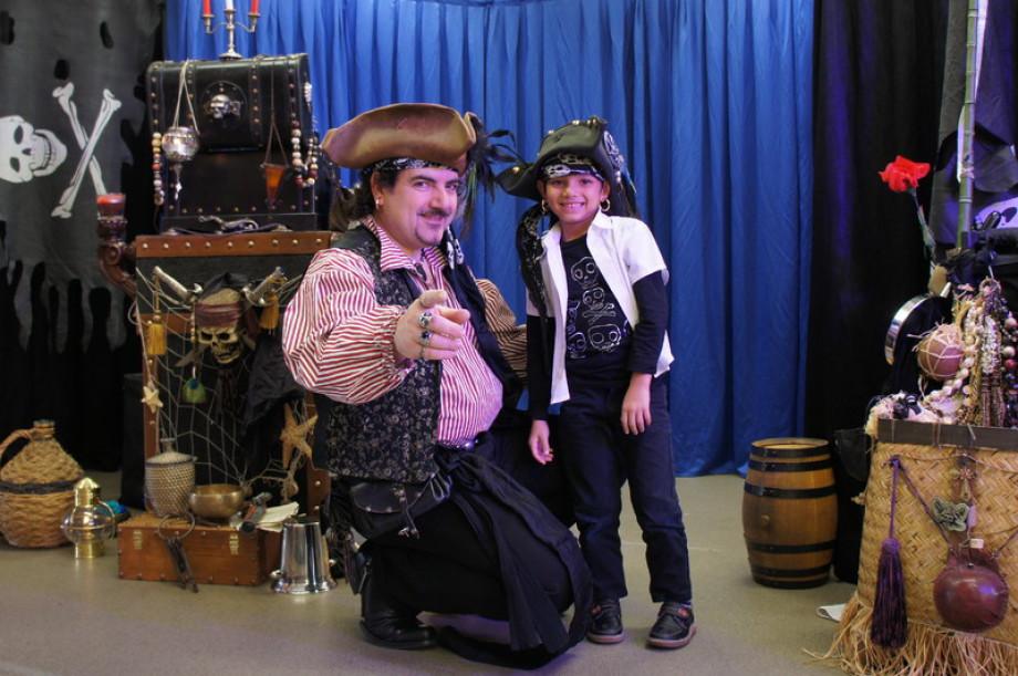 pirate magicien pour enfants à Marseille, pirate magicien du sud de la France,Les pirates de l'île au Trésor sont à Marseille avec Fabrizio le magicien des enfants