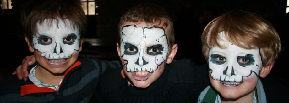 Maquillages squelette pirate à Marseille avec Fabrizio Bolzoni Face Painting, maquillages pour Halloween à Marseille, maquillages de fête à Marseille, anniversaire à domicile à Marseille