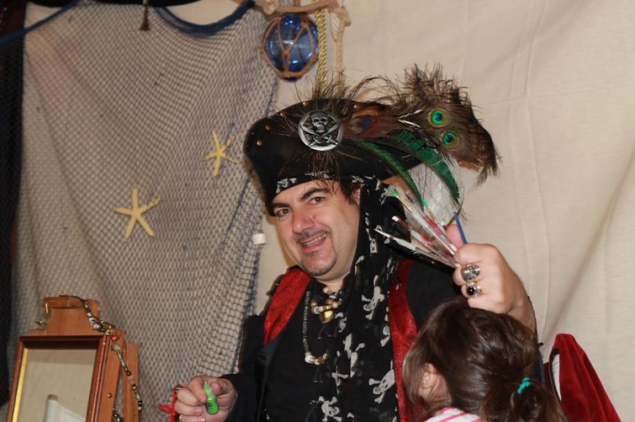 Maquillages pour enfants à Marseille avec fabrizio le pirate magicien de Marseille