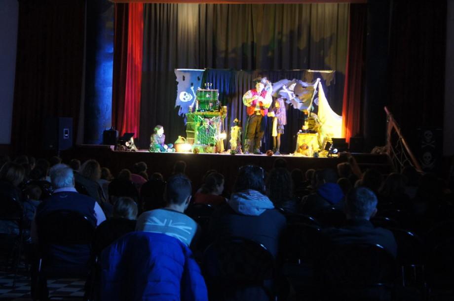 Fabrizio le pirate est le magicien des enfants sur Marseille et région, Fabrizio Bolzoni artiste international pour vos galas de Noël en provence, magicien pirate à Marseille