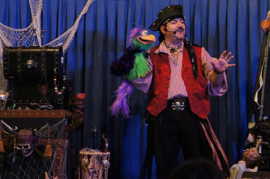 Magicien ventriloque à Marseille pour vos arbres de Noël bouches du rhône, anniversaires magique à Marseille, fêtes de famille à Marseille, centre aérés de Marseille et région PACA, spectacles des écoles avec Fabrizio Bolzoni le magicien des enfants à Mar