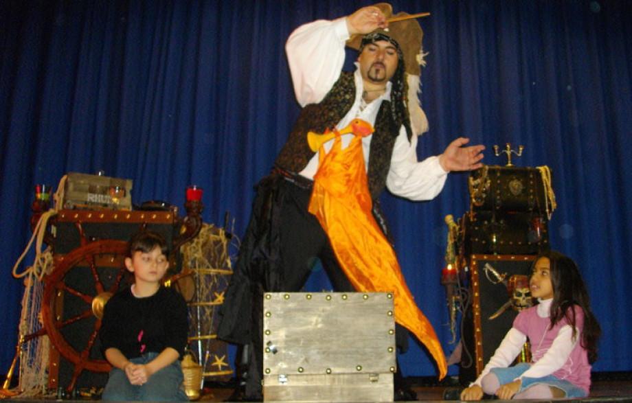 spectacle des écoles à Marseille avec Fabrizio Bolzoni le magicien des enfants à marseille PACA, spectacles pour enfants à Marseille