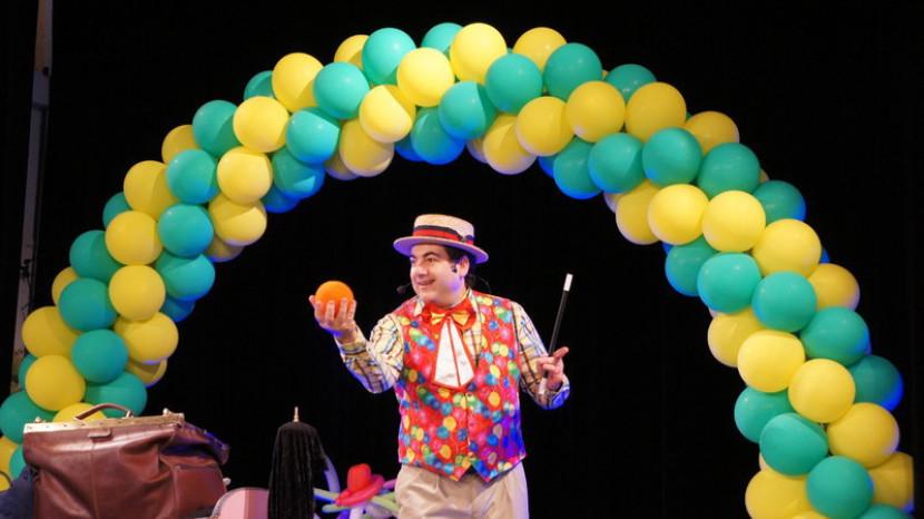 arche en ballons et Fabrizio le magicien, spectacle de magie pour les enfants à Marseille et en France avec Fabrizio le magicien des enfants à Marseille