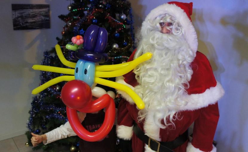 masque de clown en ballons sculptés, clown en ballons de Fabrizio le magicien fantaisiste à Marseille et en France
