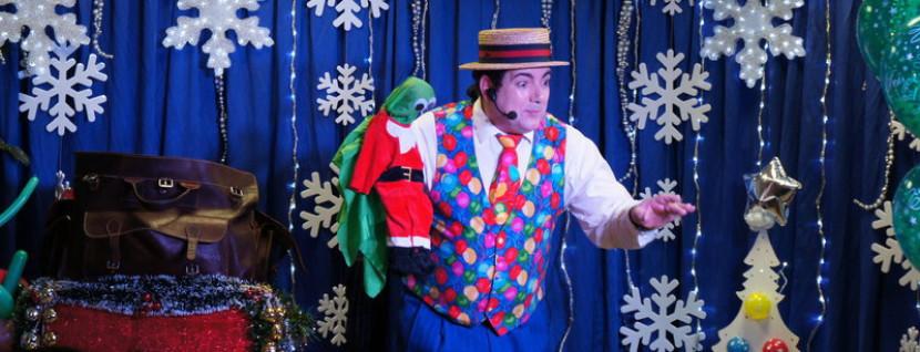 magicien ventriloque et sa marionnette grenouille,ventriloque de Noël à Marseille,spectacle de Noël avec Fabrizio le magicien des enfants à Marseille et en France