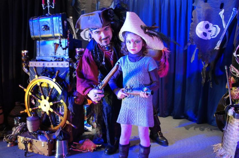 Pirate magicien à Marseille, Fabrizio le pirate magicien des enfants dans les bouches du Rhône, spectacle pour enfants dans les bouches du Rhône, la magie de pirates à Marseille