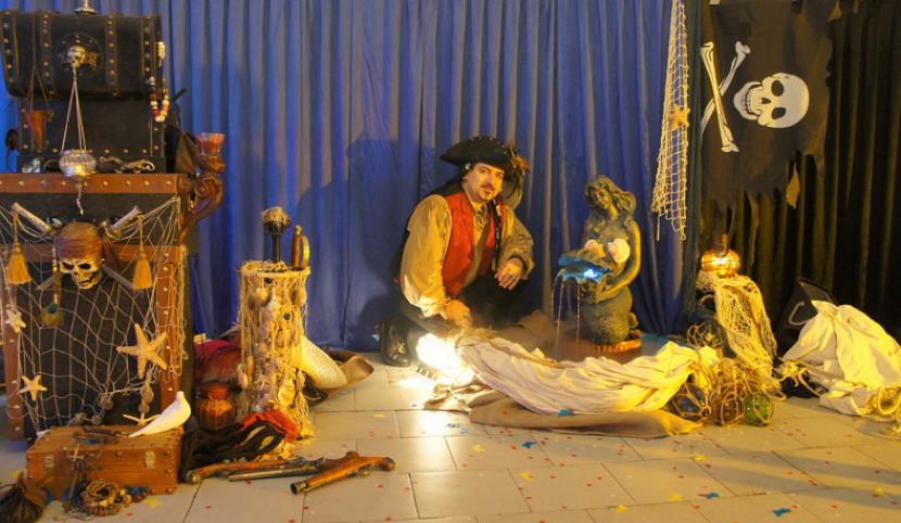 décor de pirate de fabrizio le magicien, magicien pirate dans les bouches du Rhône, spectacle de pirate pour enfants à Marseille