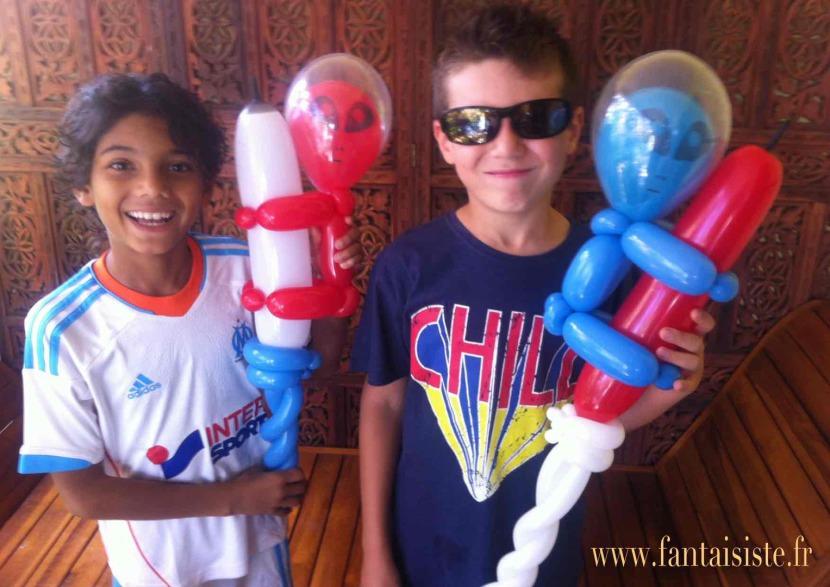 balloon aliens, extraterrestres en ballons de Fabrizio le magicien des enfants à Marseille et Provence, France, spectacle avec des ballons pour enfants