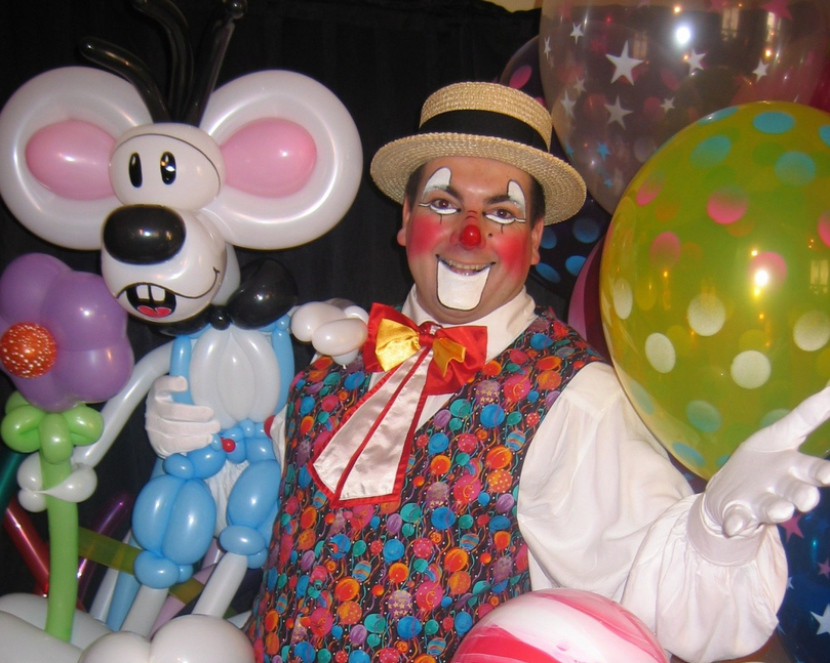 clown sculpteur de ballons à Marseille, Magic Balloon avec Fabrizio Bolzoni le magicien des enfants en France, artiste fantaisiste, clown ventriloque, animations spectacle pour tous en France