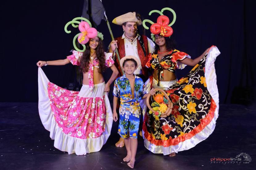 famille pirate à Marseille, festival des pirates en France avec Fabrizio le magicien des enfants à Marseille, spectacle de pirate avec magie et ballons sculptés à Marseille et en France et en Europe