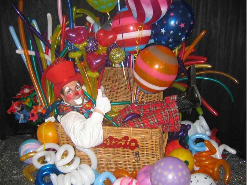 clown sculpteur de ballons à Marseille, clown sculpteur de ballons en provence, clown sculpteur de ballons en France, Fabrizio le clown magicien des ballons en France, artiste clown Français fabrizio Bolzoni