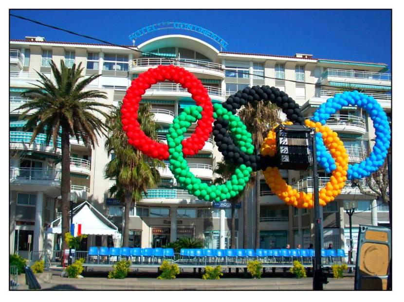 logo jeux olympiques en décoration ballons réalisation Fabrizio le magicien fantaisiste Marseille France