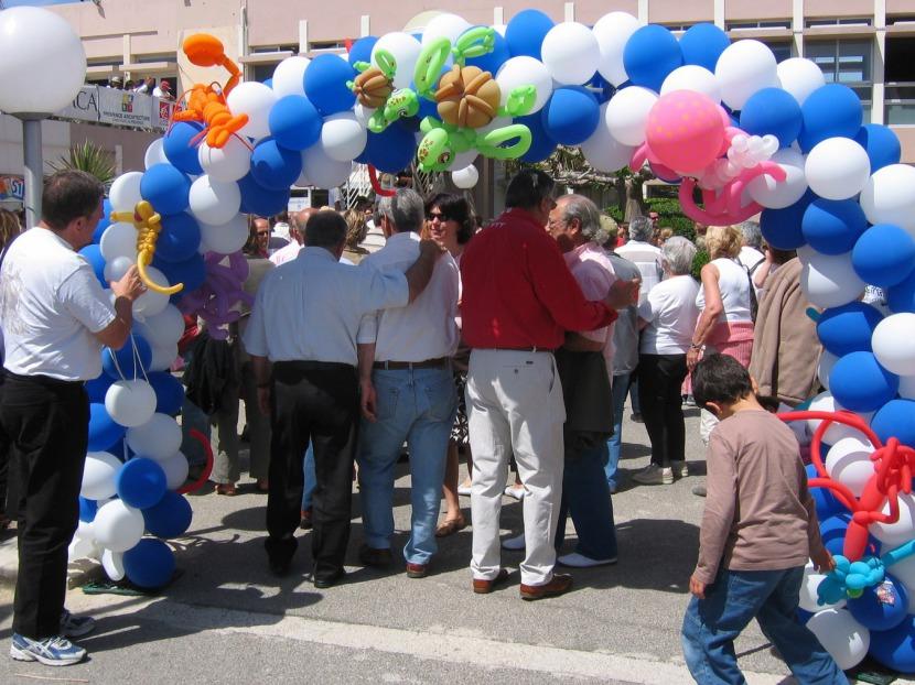 arche en ballons Marseille, arche en ballons sur le thème de la mer réalisé par Fabrizio le magicien fantaisiste et sculpteur de ballons en Provence France