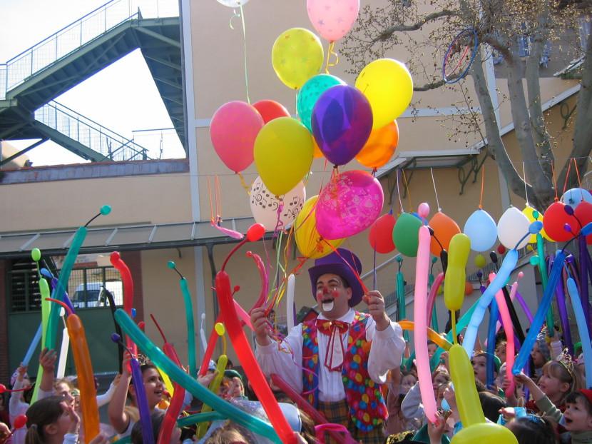 Le clown Fabrizio et ses ballons magiques à Marseille et Région PACA en spectacle fantaisiste pour les enfants à Marseille et région PACA France, clown à marseille