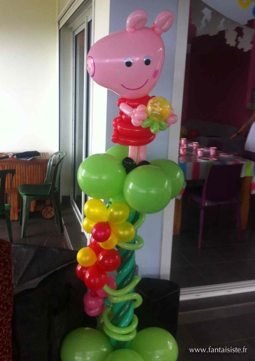 peppa pig en ballons sculptés par Fabrizio le magicien des enfants à Marseille et région PACA artiste fantaisiste à Marseille et région PACA France, décoration ballons pour enfants à Marseille
