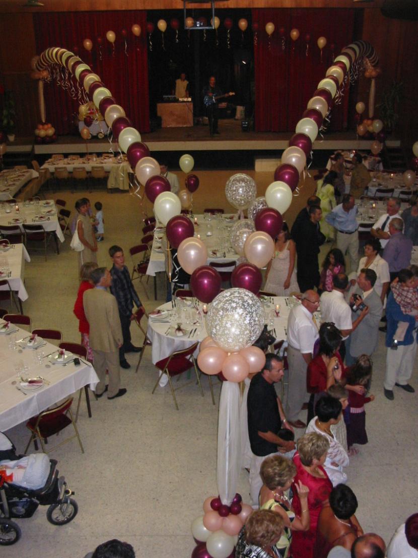 décoration mariages provence, décoration en ballons pour les mariages réalisé par Fabrizio le magicien fantaisiste et sculpteur de ballons à Marseille et région PACA France