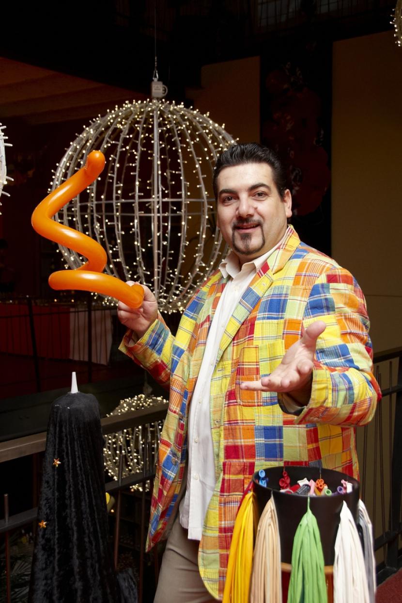 artiste des ballons sculptés en provence, Fabrizio est le magicien des ballons à Aix en Provence et Marseille, magicien des ballons à Aix en provence, sculpteur de Ballons à Marseille
