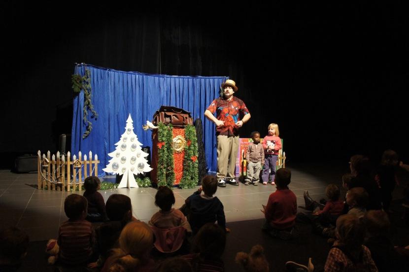 spectacle de magie et ballons avec Fabrizio à Marseille France, spectacle de Noël pour les enfants en Provence