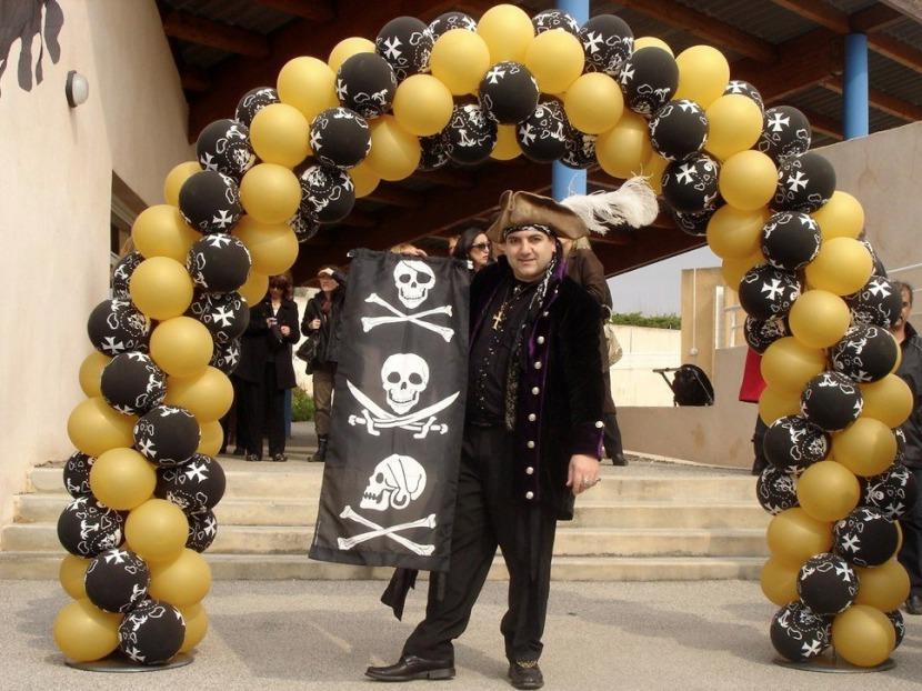 arche en ballons pirate avec Fabrizio le magicien en région P.A.C.A Marseille, Aix en Provence et toute la région