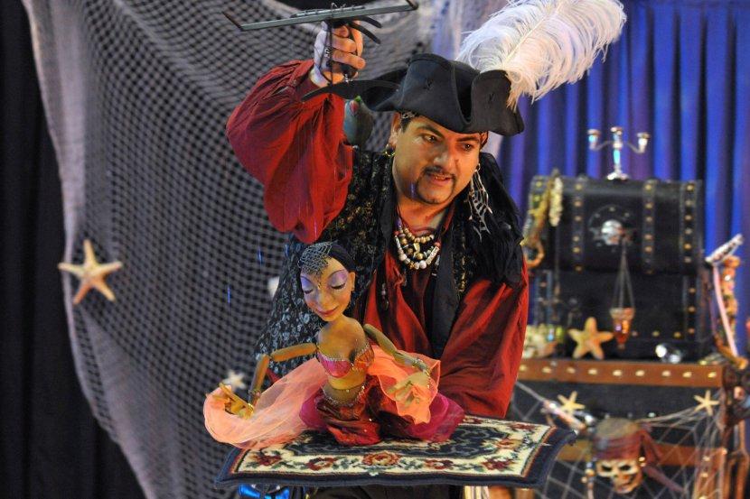 marionnette à fil danseuse orientale de Fabrizio le pirate magicien à Marseille et région PACA