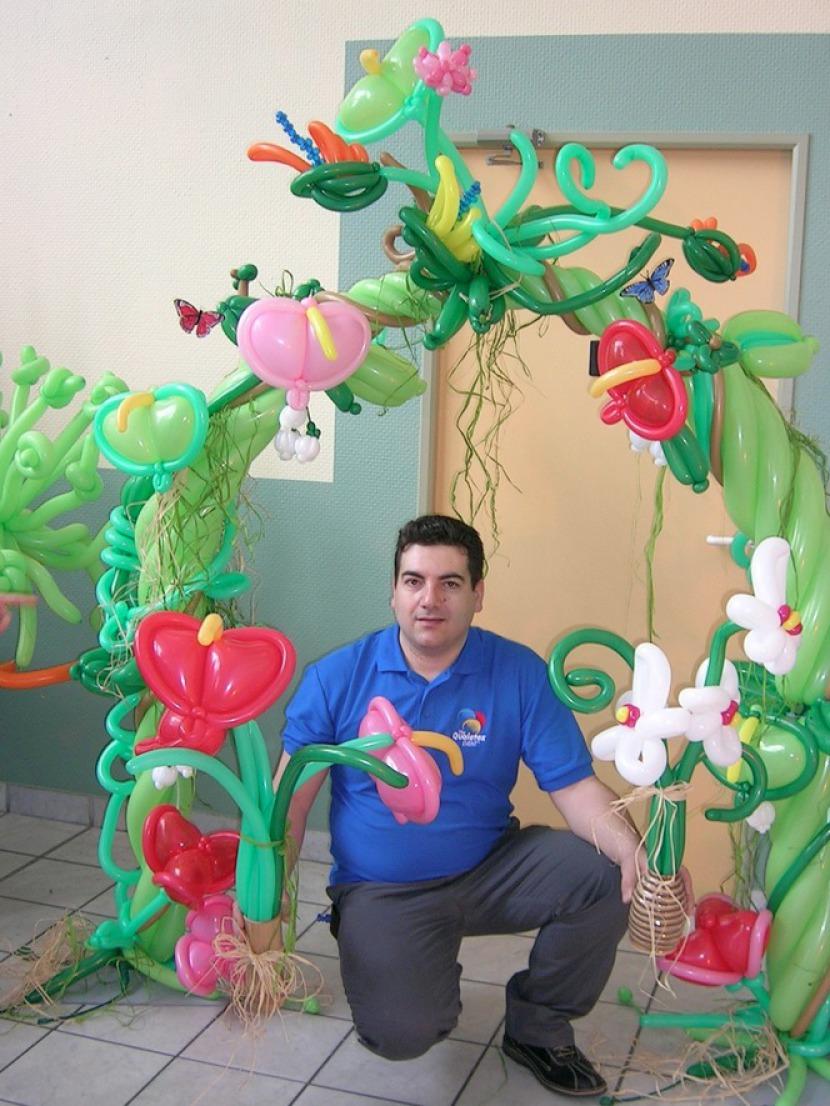 arche en ballons sculptés exotique par fabrizio le magicien balloon artist à Marseille, artiste des ballons en Provence, ballons en Provence
