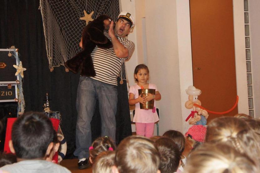 spectacle de ventriloquie et magie pour enfants avec Fabrizio le magicien sculpteur de ballons à Marseille et provence