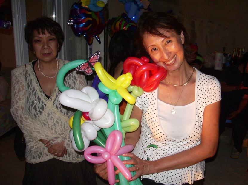 bouquet de fleurs en ballons de Fabrizio le magicien fantaisiste et sculpteur de ballons à Marseille et sa région PACA, sculptures de ballons en Provence, ballons sculptés à Marseille Provence