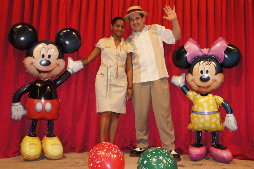 Mickey et Minnie en ballons avec Fabrizio le magicien des enfants à Marseille et région PACA, animations ballons en Provence avec Fabrizio