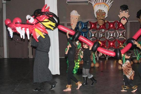 Dragon en ballons de Fabrizio le magicien fantaisiste à Marseille PACA