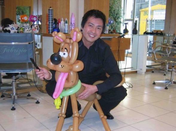 chien en ballons sculptés de Fabrizio à Marseille, animation sculptures en ballons à Marseille, animations ballons en provence
