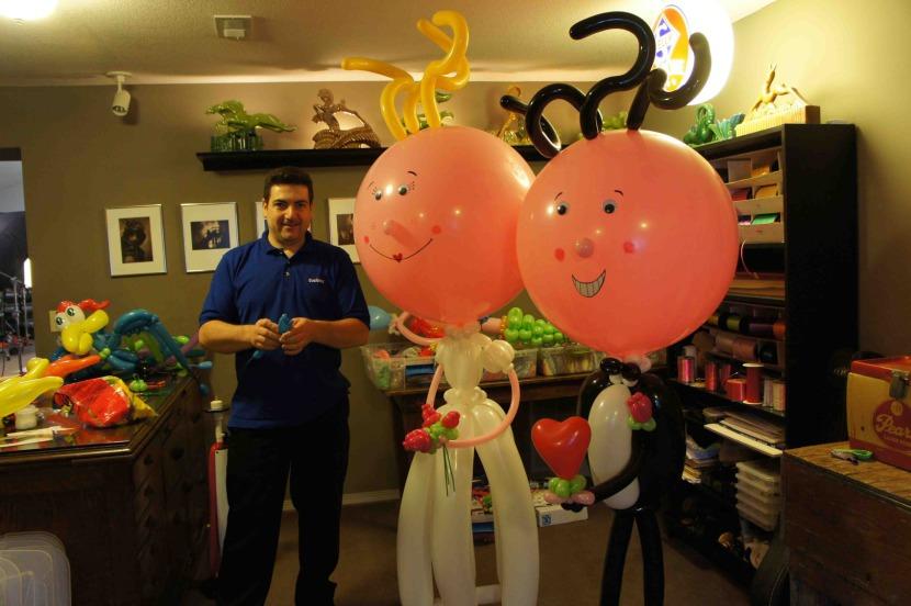 personnages mariés en ballons réalisés par Fabrizio le magicien des ballons en provence Marseille Bouches du Rhône France Fabrice Bolzoni artiste magicien fantaisiste