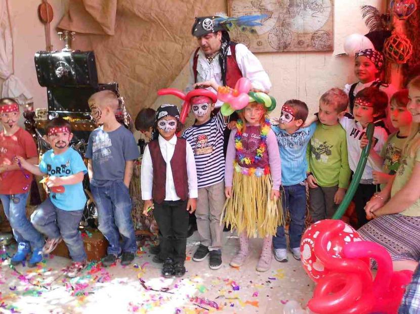 anniversaire à domicile avec Fabrizio le magicien pirate des enfants à Marseille et région PACA