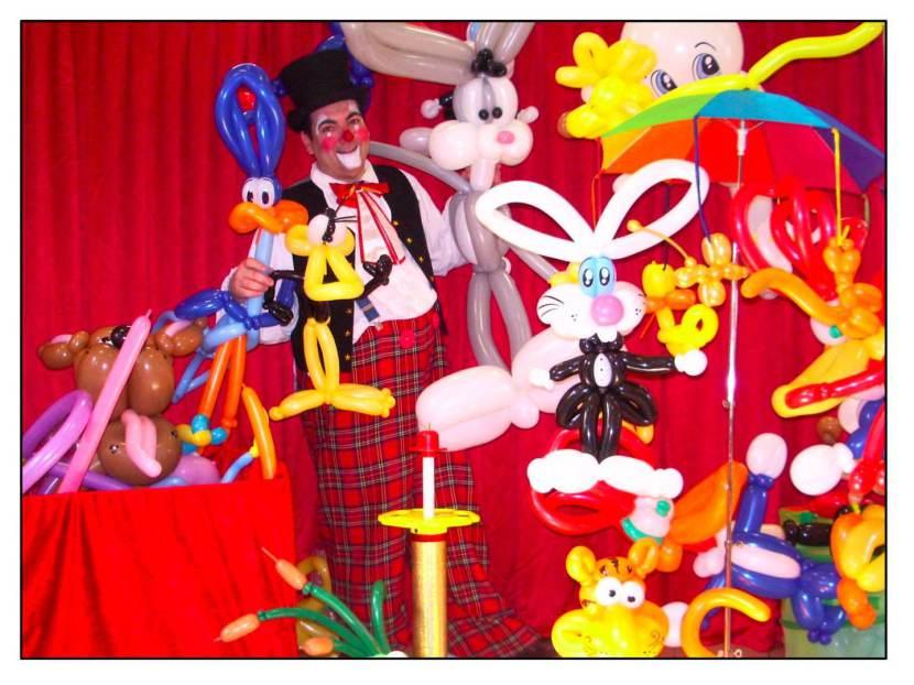 clown sculpteur de ballons à marseille, le clown fabrizio sculpteur de ballons pour les spectacles enfants à Marseillle, clown et balllons pour les enfants