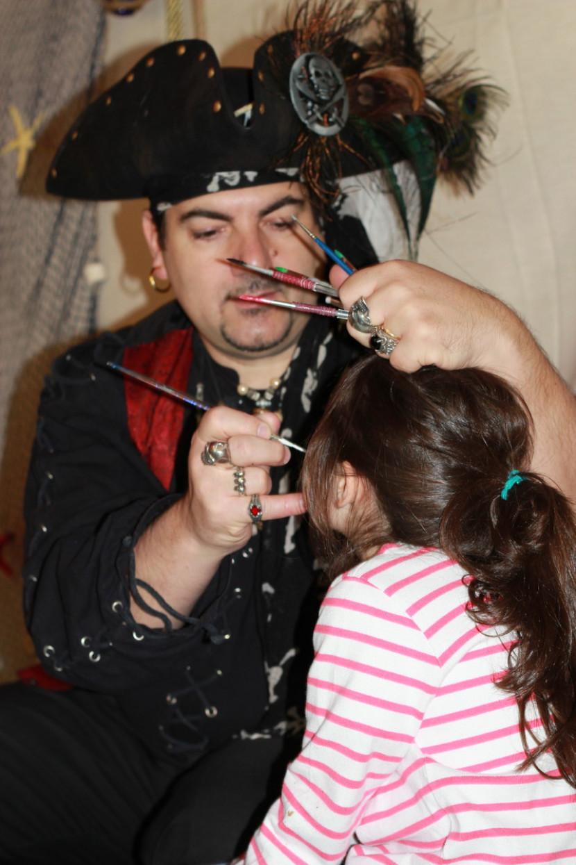 maquillages pour enfants à Marseille avec Fabrizio le magicien des bouches du rhône Provence