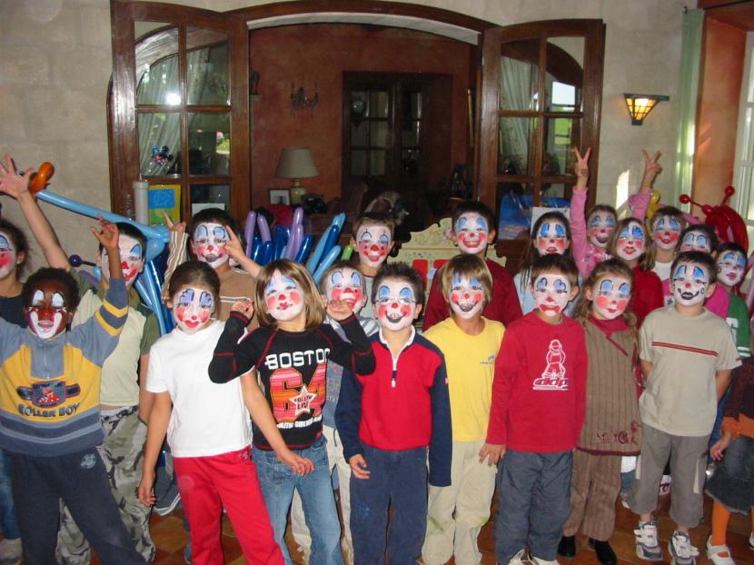 les maquillages de clown à Marseille, les petits clown à Marseille, maquillages de clowns de Fabrizio le magicien des enfants à Marseille bouche du rhône