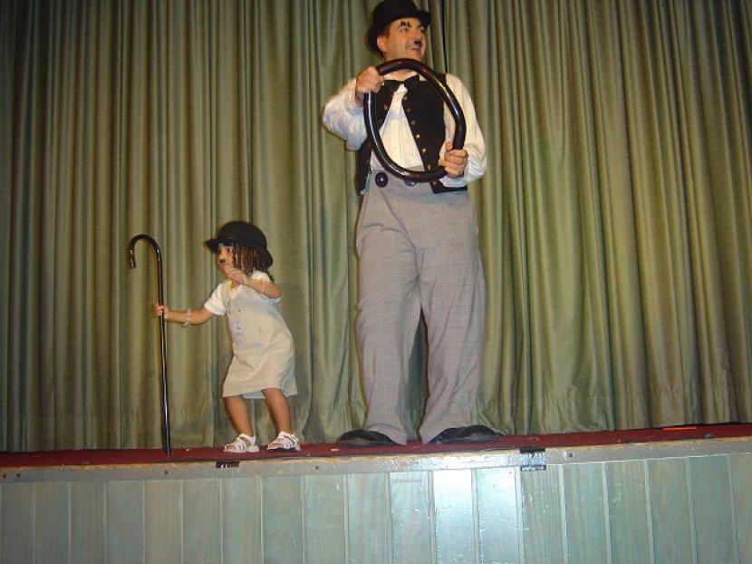 clown chralie chaplin, Fabrizio le clown en spectacle avec Coralie Bolzoni en spectcale, cmown Marseille bouches du rhône