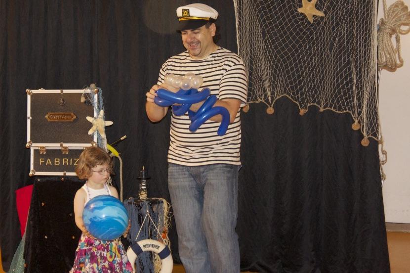la magie des ballons avec Fabrizio le marin de Marseille, spectacle pour enfants à marseille, magic balloon marseille