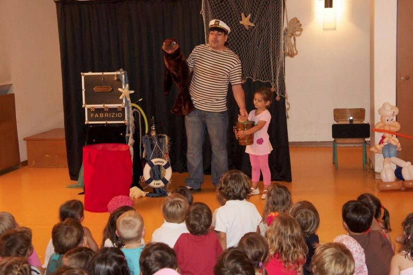 spectacle de magie et marionnettes pour enfants avec fabrizio à Marseille, magic balloon marseille avec Fabrizio le magicien comique des enfants